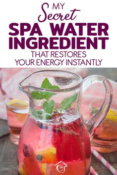 These invigorating DIY spa water recipes provide an instant pick me up in the morning. They contain one special ingredient that you won't find in any other spa water recipe. They also detox you and are great for weight loss and clear skin. Diy Spa Day, Spa Day At Home, Spa Water, Spa Party, Fresco, Spa Food, Kids Spa, Healthy Water, Healthy Drinks For Kids