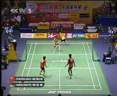 Crazy badminton.. 1:08 min of no drop.. I really should learn something from them.