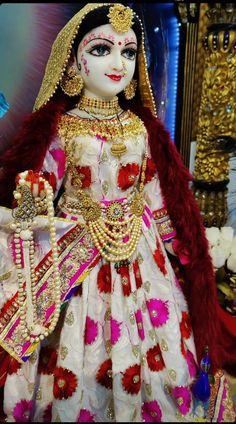 Hare krishna mantra Radha Krishna Songs, Krishna Flute, Radha Krishna Photo, Lord Krishna Images, Radha Krishna Pictures, Krishna Photos, Shri Hanuman, Radhe Krishna, Hare Krishna Mantra