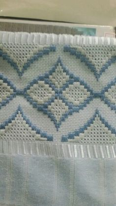 2 Free Bargello or Long Stitch Hearts Needlepoint Designs This Pin was discovered by Dil Bargello Needlepoint, Bargello Quilts, Broderie Bargello, Bargello Patterns, Doily Patterns, Hardanger Embroidery, Silk Ribbon Embroidery, Cross Stitch Embroidery, Embroidery Patterns