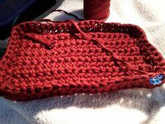 Crochet pattern for a basket Material: textile yarn needle size 10 . Knitting Needles, Knitting Yarn, Crochet Yarn, Free Crochet, Tshirt Garn, Needles Sizes, Yarn Needle, Embroidery Files, Chain Stitch