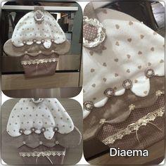 Bellissimo Copriforno a forma di cupcake realizzato con del tessuto beige a cuoricini cotone 100% possibilità di crearlo in altri fantasie ed abbinarlo alle presine, tutti miei la - 18578223