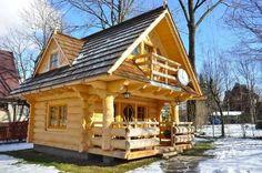 Tämä hirsinen talo on vain 27 neliömetriä. Pyöröhirrestä tehdyissä, käsinveistetyssä, hirsisessä talossa on sitä jotain.