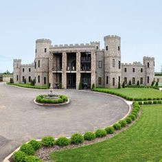Castle Post Versailles, Kentucky They say a man's home is his castle & one Kentucky resident took that to heart. After a European vacation in wealthy developer & contractor Rex Martin & his wife, Caroline, were so inspired by the architecture they Versailles, My Old Kentucky Home, European Vacation, Beautiful Places, Amazing Places, Beautiful Homes, Places To Visit, Around The Worlds, Tours