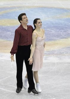 FRA57. Fukuoka (Japan), 07/12/2013.- Tessa Virtue and Scott Moir of Canada perform during the ice dance free dance of the ISU Grand Prix of ...