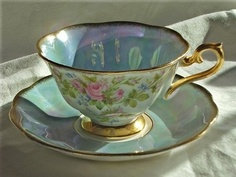 beautiful lustre...I would love to find this pattern