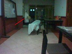 Almost all of us believe that the ghost is exist. Variety of ghost is in another shapes. Real Ghost Photos, Ghost Images, Ghost Pictures, Creepy Pictures, Ghost Pics, Spooky Places, Haunted Places, Haunted Asylums, Haunted Houses