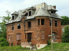 Here is a sad but interesting post from Chris Naffziger's amazing blog St. Louis Patina. For five years Chris has been documenting the destruction of large swaths of St. Louis by greedy developers with no interest in preservation or even building anything new for that matter. This beautiful mansion is but one of hundreds Chris has documented