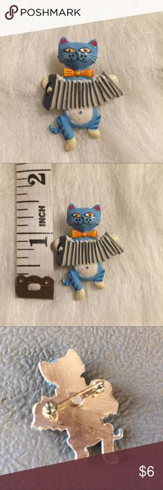 Funky Vintage Cat Pin ☺️ hand painted kitty playing accordion. in good condition! Jewelry Brooches