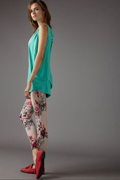 Scollo Triangolo & Treggings Fiori