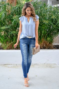 Don't like frilly sleeves. Jeans are a bit too distressed. KAN CAN Distressed Skinny Jeans - Tori Wash - Closet Candy Boutique Casual Work Outfit Summer, Jeans Outfit Summer, Spring Outfits, Casual Outfits, Cute Outfits, Summer Jean Outfits, Blue Jean Outfits, Casual Office, Office Chic