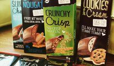 Lindt HELLO – Cookies and Cream ; Strawberry Cheesecake ; Caramel Brownie ; Crunchy Nougat ; Dark Chocolate Cookie ; Salted Caramel ; Crunchy Crisp ; Sundae Choco
