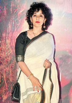 Manisha Koirala and Tabu made an appearance for the premiere of Ketan Mehta's latest film 'Rang Rasiya' Bollywood Celebrities, Bollywood Fashion, Rang Rasiya, First Crush, Aamir Khan, Vintage Bollywood, Saree Look, Tabu, Latest Pics