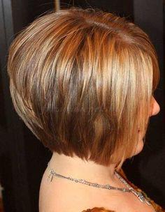 rövid+frizurák+50+feletti+nőknek+-+lépcsőzetes+bubifrizura
