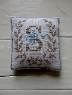 Hardanger Embroidery, Hand Embroidery Stitches, Cross Stitch Embroidery, Embroidery Patterns, Cross Stitch Designs, Cross Stitch Patterns, Stitch Shop, Cute Sewing Projects, Lavender Bags