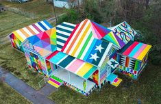 "Artist Okuda San Miguel's ""Rainbow Embassy"" in Fort Smith, Arkansas (courtesy Justkids). Geometric Artwork, Geometric Shapes, Abstract Art, Transformers, Just Kids, Okuda, Colossal Art, Spanish Artists, Winter Trees"