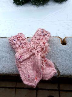 Hand knitted socks. Merino wool. Pink merino wool. With colourfull dot's. 💓🧶 Knitting Socks, Hand Knitting, Merino Wool Socks, Baby Girl Newborn, Crochet Earrings, Dots, Trending Outfits, Unique Jewelry, Lace
