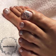45 Nail Designs For Toes That Will Make You Feel Zen - peinados y belleza - Nageldesign Toe Nail Color, Toe Nail Art, Nail Colors, Nail Nail, Cute Toe Nails, Diy Nails, Pedicure Nail Art, Pedicure Ideas, Simple Pedicure Designs