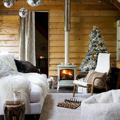 53 Incredible Winter Living Room Design Ideas For Holiday Spirit Winter Living Room, Christmas Living Rooms, Living Room Decor Country, Country House Interior, Country Homes, Mediterranean Living Rooms, Cabana, Modern Rustic Decor, Modern Country