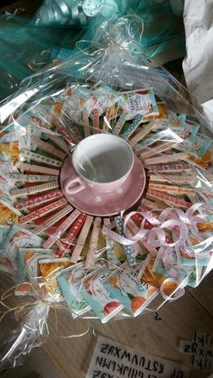 Tea wreath with cup and saucer for the teacher - birthday money gifts - # . Tea wreath with cup and saucer for the teacher – birthday money gifts – Birthday Money Gifts, Teacher Birthday Gifts, Diy Birthday, Birthday Presents, Surprise Birthday, Birthday Treats, Birthday Cakes, Last Minute Christmas Gifts, Christmas Gifts For Mom