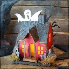Hilary Kanwischer: Haunted Dwelling for Sizzix...