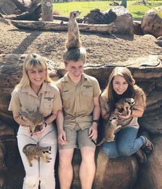 Bindi Irwin, the daughter of Steve Irwin, continues the work of his father (20 photos),  ,  #Animals #brindiirwin