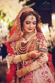 Looking for Bridal Lehenga for your wedding ? Dulhaniyaa curated the list of Best Bridal Wear Store with variety of Bridal Lehenga with their prices Indian Wedding Gowns, Desi Wedding, Saree Wedding, Indian Bridal, Wedding Attire, Indian Weddings, Wedding Lenghas, Wedding Dress, Pink Lehenga