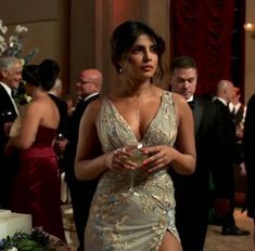 Bollywood actress Priyankachopra Most Beautiful Bollywood Actress, Priyanka Chopra Hot, Indian Models, Indian Celebrities, Bollywood Stars, India Beauty, Indian Girls, Look Fashion, Indian Actresses