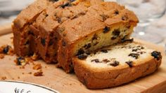 Light and deliciously moist cake sweetened with honey, loaded with raisins, nuts and spices. Here is an easy dessert recipe for Honey Raisin Cake. Food Cakes, Eggless Cake In Cooker, Healthy Desserts, Easy Desserts, English Bread, English Chocolate, Raisin Cake, Cake Recipes, Dessert Recipes