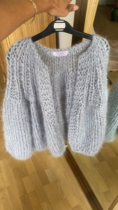 Knitwear Fashion, Knit Fashion, Cardigan Fashion, Grey Fashion, Knitted Poncho, Crochet Cardigan, Gros Pull Mohair, Hippie Style Clothing, Cardigan Design