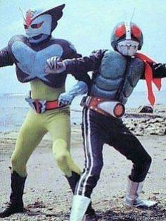 TOEI crossover photoshoot with their 1972 Tokusatsu Superheroes:  Super BAROM 1 and NEW KAMEN RIDER No.1 in action poses