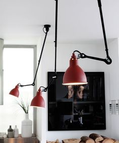 Top Directed Ceiling Pendant Lights: Le Lampe Gras, Unfold, Tom Dixon & 6 More Fun lighting idea for over a schoolroom table - people can each have good light for their work. Deco Design, Loft Design, House Design, Design Shop, Design Design, Deco Luminaire, Luminaire Design, Blitz Design, Dcw Editions