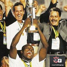 RIO DE JANEIRO, BRAZIL - JANUARY 14: Players of Corinthians celebrates after winning the FIFA Club World Cup Final Match between Corinthians and Vasco da Gama at the Maracanã Stadium on January 14, 2000 in Rio de Janeiro, Brazil.