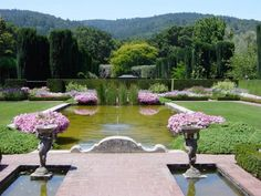 Filoli, which is counted as one of the most beautiful and famous gardens of America is situated at 30 miles south of San Francisco