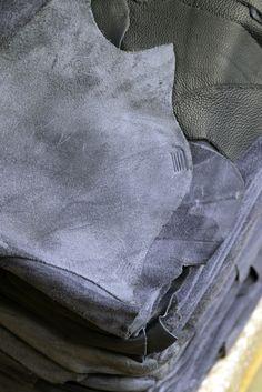 TEHDÄÄN HYVIN | HANDMADE QUALITY Työvaihe: Nahat odottamassa tarkistusta ja leikkausta | Craft: Leather hides waiting for quality check and cutting Tuotantolinja: Sohvat | Production line: Sofas  #pohjanmaan #pohjanmaankaluste #käsintehty