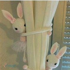 El Örgüsü Amigurumi Perde Tutucu Beşik Süsü Peter Rabbit, Bunny, Curtains, Decor, Spring, Hand Crafts, Cute Bunny, Blinds, Decoration