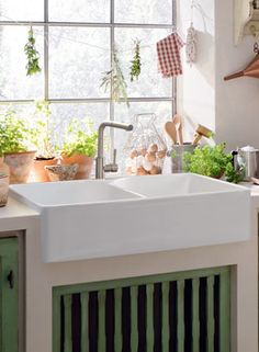 Many Franke Fireclay sinks handcrafted by the world-renowned @VilleroyundBoch. Some have asked - Why Franke Fireclay? bit.ly/xRyPMU