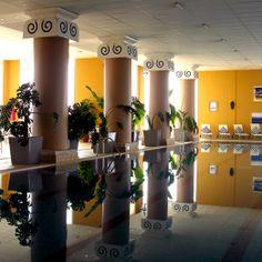 Dedique tiempo a su salud y bienestar. Hay más de 50 tratamientos diferentes además de jacuzzis, saunas y salas de vapor. Manténgase en forma en el gimnasio o la piscina cubierta de 25 metros. La Manga Club Resort : Dirección: Urb. La Manga Club, Calle Golf, s/n, 30389 Los Belones, Cartagena, Murcia (España) Teléfono 968 331 234 http://lamangaclub.es/