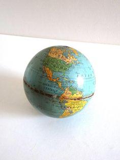 Petit globe terrestre vintage en métal
