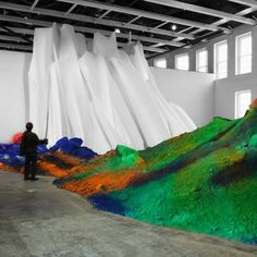 Installations monumentales et colorées de Katharina Grosse