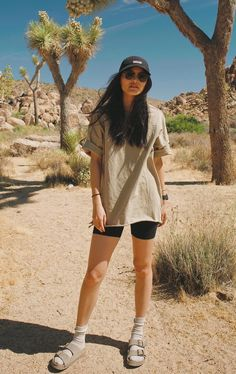 50 Cute Hiking Outfit Ideas You Need To Copy, Hiking for beginners could be intimidating, but there's really little to it. Mountain Hiking Outfit, Cute Hiking Outfit, Summer Hiking Outfit, Outfit Winter, Summer Shorts, Hiking Outfits, Camping Outfits, Sport Outfits, Summer Outfits