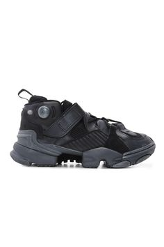 Результатом второй по счету обувной коллаборации REEBOK X VETEMENTS стали  ретро-футуристические кроссовки из искусственно