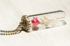 / 森林女孩 / 英式乾燥花玻璃項鍊 - 紅色花朵 + 滿天星 - Coco&Banana | Pinkoi