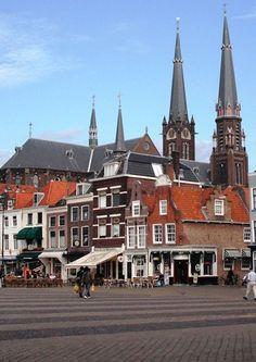 Delft, Markt met op de achtergrond de Maria van Jessekerk.