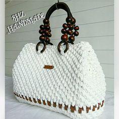 Her Ramazan bizler zorlanmayalim diye serin Rüzgarlarını gö Crochet Backpack Pattern, Crochet Tote, Crochet Handbags, Crochet Purses, Diy Crochet, Ramadan, Butterfly Bags, Hippie Crochet, Diy Tote Bag
