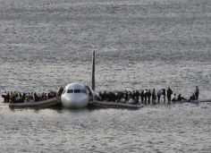 Miracle on the Hudson. Pilot Sully Sullenberger landed this US Airways Plane on the Hudson River. Sully, Clint Eastwood, Image Avion, Bird Strike, Airbus A320, Us Airways, Spiegel Online, Iconic Photos, Amazing Photos