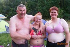 What kinda family pic is this? Redneck Humor, Photoshop Fails, Performance Marketing, Awkward Family Photos, Photo Fails, Parenting Fail, Lol, Family Humor, Humor Grafico