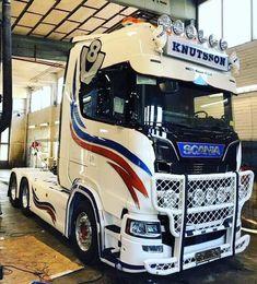Customised Trucks, Hot Black Women, Truck Decals, Used Trucks, Truck Design, Sale Promotion, Zoom Zoom, Buses, Volvo