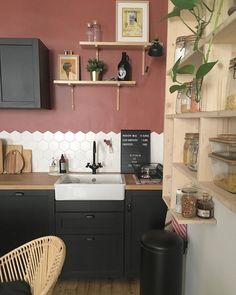 Ikea Kitchen, Kitchen Interior, Kitchen Cabinets, Kitchen Wall Colors, Home Decor Accessories, House Colors, Modern Decor, Kitchen Remodel, Living Room Decor