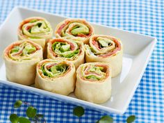 Pinwheel Mini Sandwiches – We've put a new spin on a party sandwich recipe. Roll up your meat and cheese faves for party-perfect pinwheels that are as much fun to make as they are to eat. For more rin (Finger Sandwich Recipes) Kraft Foods, Kraft Recipes, Pinwheel Sandwich Recipes, Pinwheel Sandwiches, Sandwich Ideas, Appetizers For Party, Appetizer Recipes, Mini Sandwich Appetizers, Comida Baby Shower